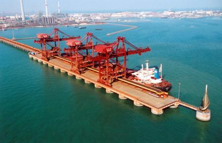 海洋经济三次产业结构由2010年的5.1:47.8:47